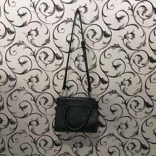 Tas stradivarius / preloved stradivarius / sling bag