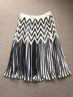 Nasty Gal Black & White Pleated skirt