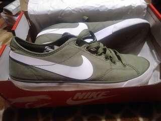 Nike Primo Court Green (Like New)
