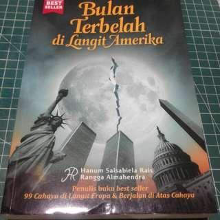Novel bulan terbelah di langit amerika .
