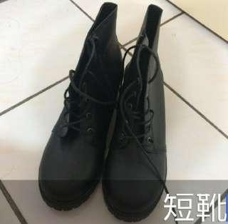 🚚 秋冬必備黑短靴