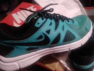 Nike Revolution 2 (Like NEW)