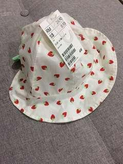 H&M baby strawberry hat 6-9M