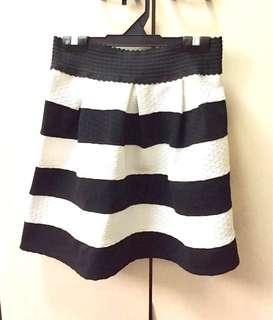 Gathered Flared Mini Skirt Black White
