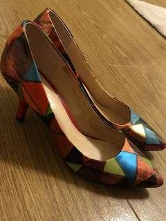 Multicoloured geometric patterned mid-heels