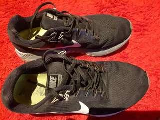 NIKE  - Zoom Structure21