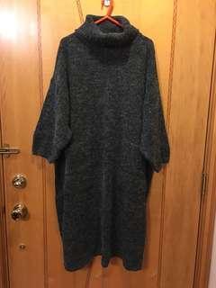 Monki炭灰色,大領有袋冷長裙,輕身保暖,全新的,只剪牌試著過但沒有出街,沒有任何破爛和汚漬。Size:S,原價$699。注意:可以先入數之後順豐到付
