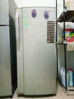 Peti Sejuk / Peti Ais / Refrigerator
