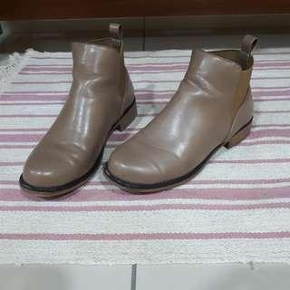 SIZE 37 Something Borrowed Tan Ankle Boots