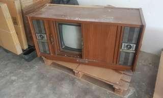 Tv lama dan rak