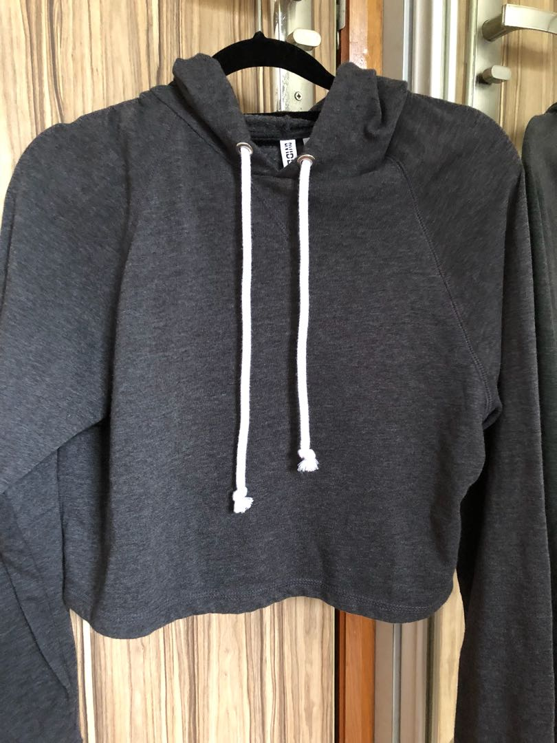 205ac8c0a90 DIVIDED H&M cropped basic black hoodie jacket pullover, Women's ...