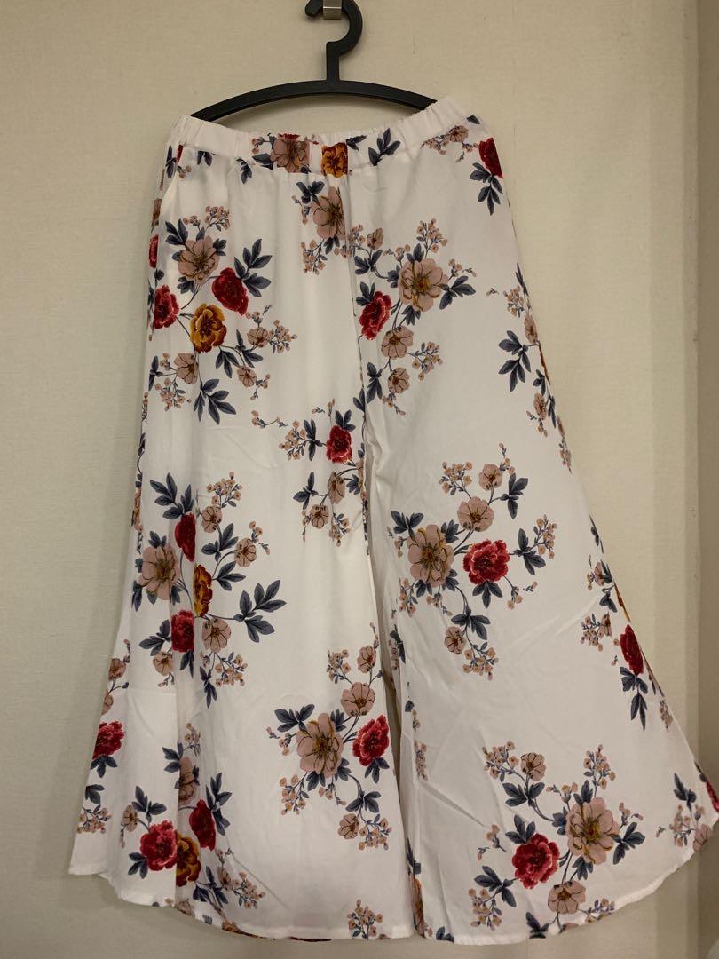 fe07a4acca PLUS SIZE Floral Wide Leg Pants (UK 16/18/20), Women's Fashion ...