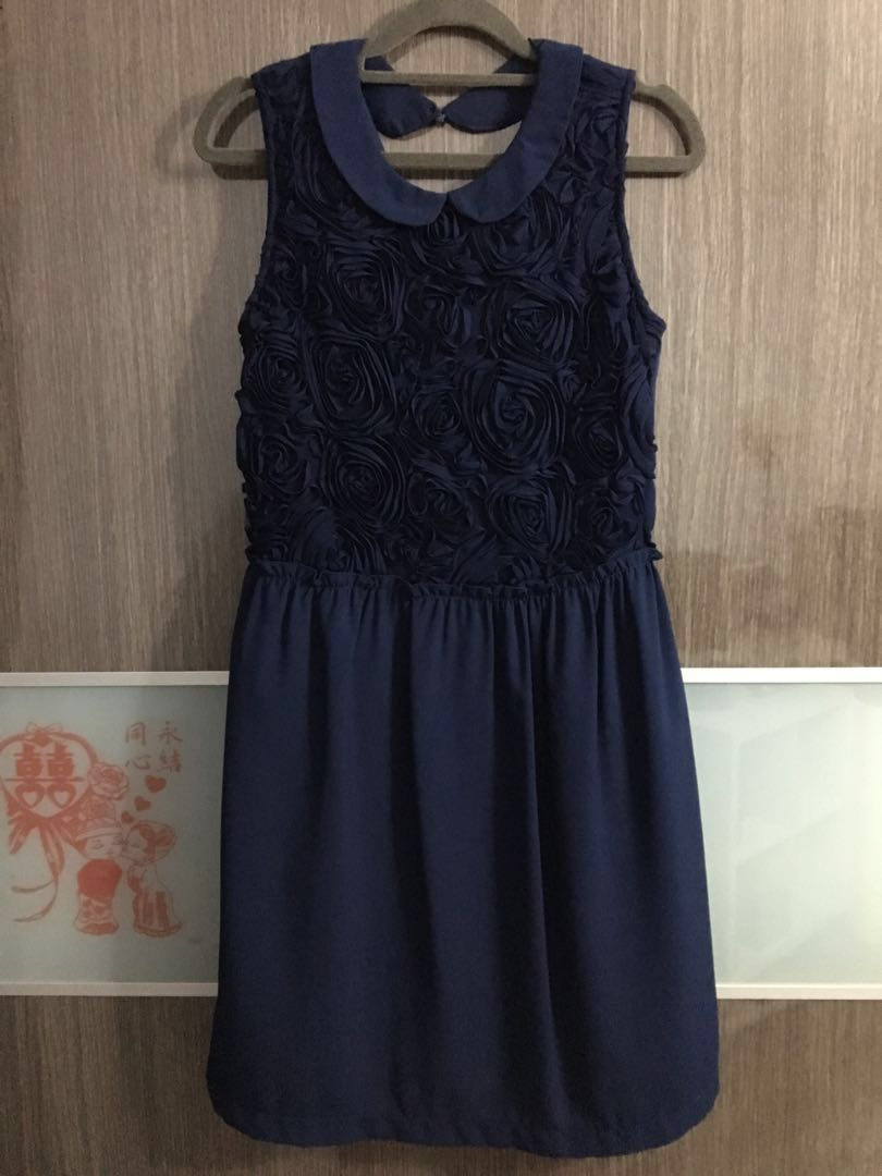 e6b283c8f7e Preloved dark blue floral dress