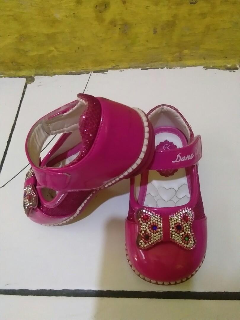 Sepatu anak pita pink preloved