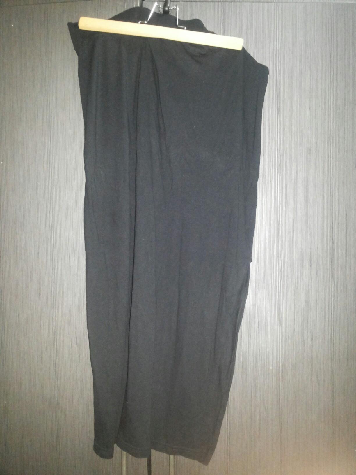 Slit Span Black Skirt