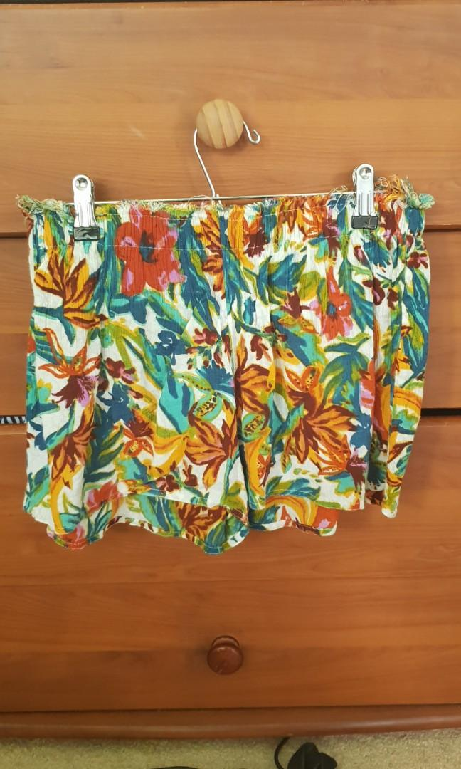 Urban Outfitters Short Size 8