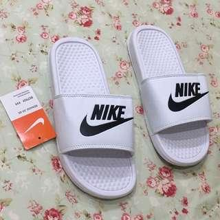 🚚 sale🥺🥺claw machine(brand new)全新未使用 娃娃機出貨 NIKE 耐吉 白色 塑膠防滑拖鞋 24cm