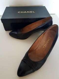 Chanel black pump