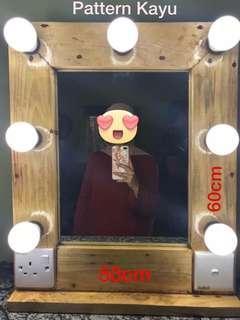 Vanity Mirror wood pattern