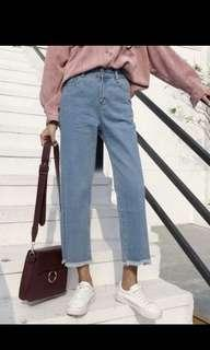 lookong for high waisted mom jeans !!