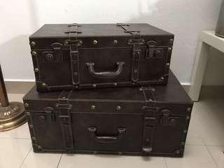 Antique suitcase/ trunk ( set of 2)
