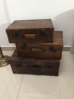 Antique suitcase( set of 3)
