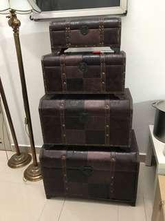 Trunks - set of 4
