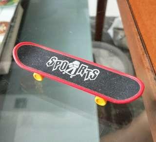 Red fun skateboard for parakeet/budgie/lovebird
