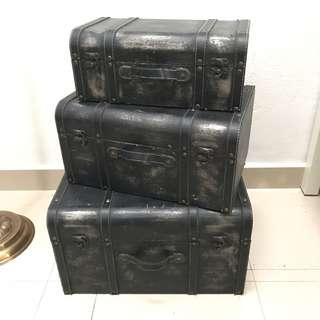 Trunks set of 3