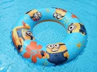 Minion pool float