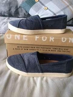 Toms Avalon navy slip on shoes