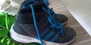 Adidas Junior Shoe 1 1/2 size