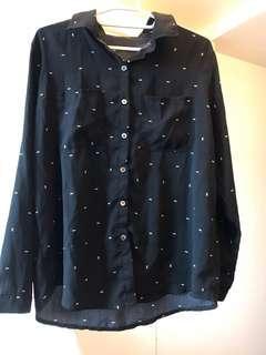 🚚 💖極新👉🏻黑色雙口袋雪紡襯衫。小箭頭圖案