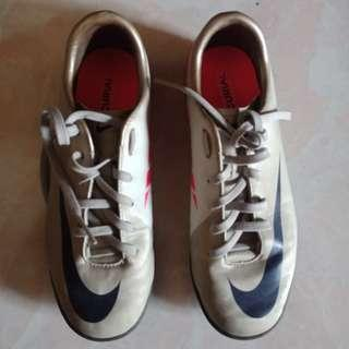 Nike Futsal Shoes Size 5