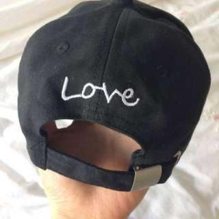 Finger Heart Sign Cap, Black