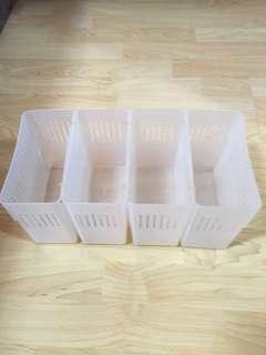 Closing Down Sales {Kitchen Accessories - Plastic Container} Used Transparent Colour T4 compartments Container For Sales