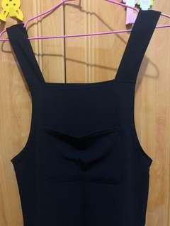 🚚 黑色細橫紋吊帶裙