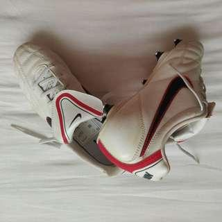 OFFICIAL Nike Tiempo Natural III SG WHT/WD/RED