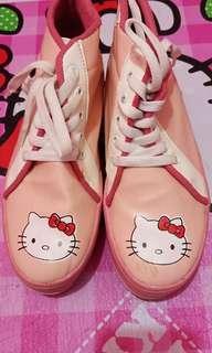 Sepatu hello kitty