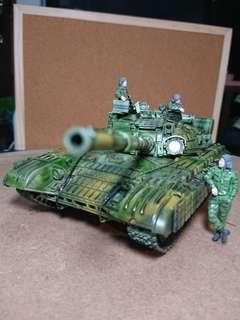 T-64 BV Ukrainian Army tank with crew in 1/35 scale