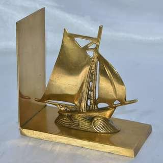 ANTIQUE VINTAGE SOLID BRASS SAILING SHIP BOOK STAND