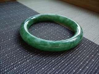 58圈口58.5*10.5*10.3mm特惠冰糯種滿色滿綠圓條手鐲,存在石紋不影響佩戴,編號0809