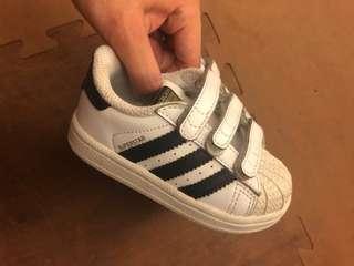 🚚 100%正版adidas superstar 金標白鞋童鞋