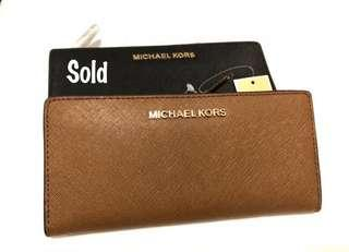 Michael Kors Wallet .Authentic 100%. Brand new. Camel brown
