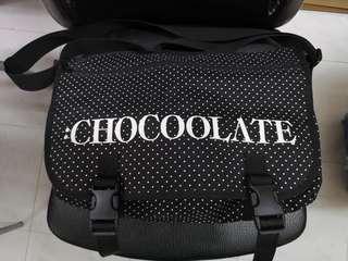 Chocolate黑色斜孭包