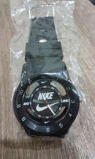 🚚 新款 Nike 時尚運動手錶