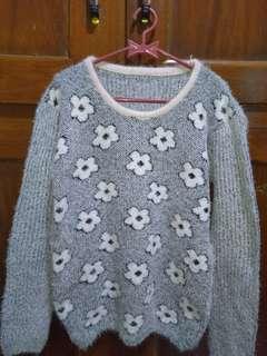 Sweater Rajut motif bunga
