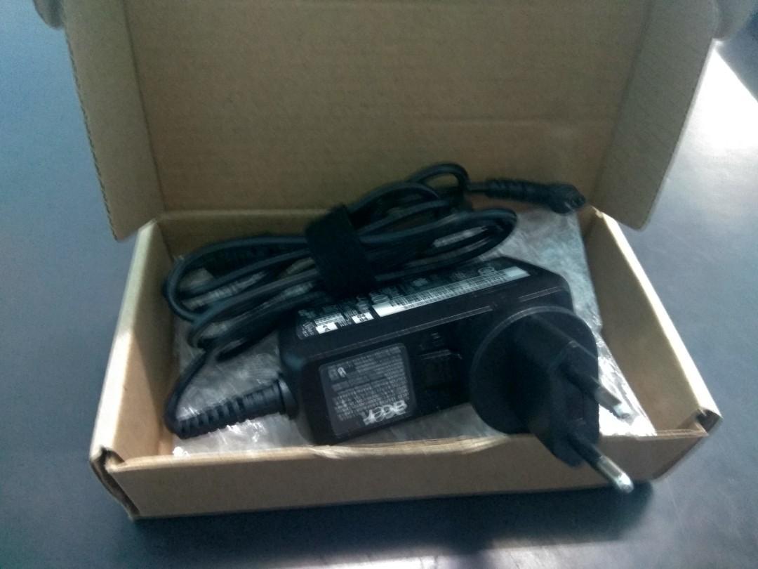 Adaptor laptop Acer 19 v 2.15 a baru