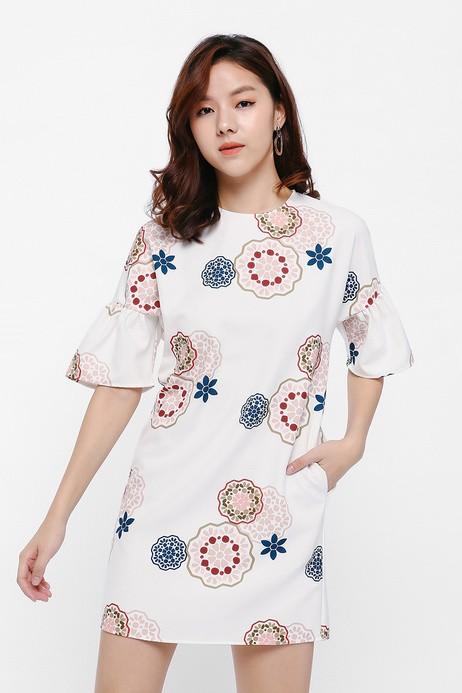 34b371165662 Elsyth Ruffle Sleeve Mosaic Print Dress XS, Women's Fashion, Clothes ...