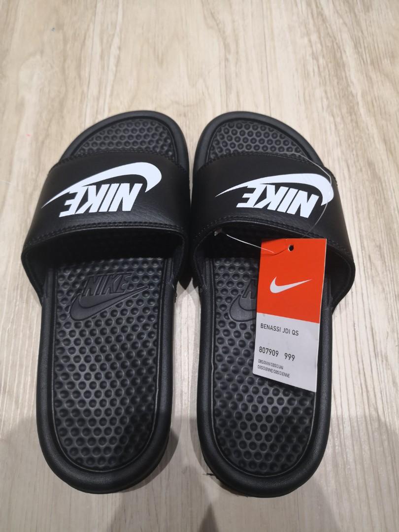 4660d2887fe0 Nike Benassi Slides
